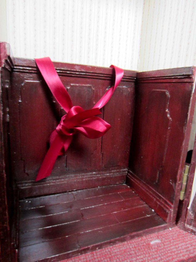 doll trunk paneling