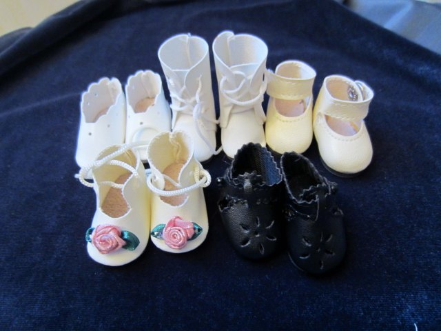 doll wardrobe shoes