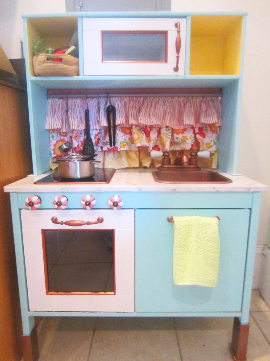 the play kitchen or how i learned to hate spray paint it 39 s all frosting. Black Bedroom Furniture Sets. Home Design Ideas