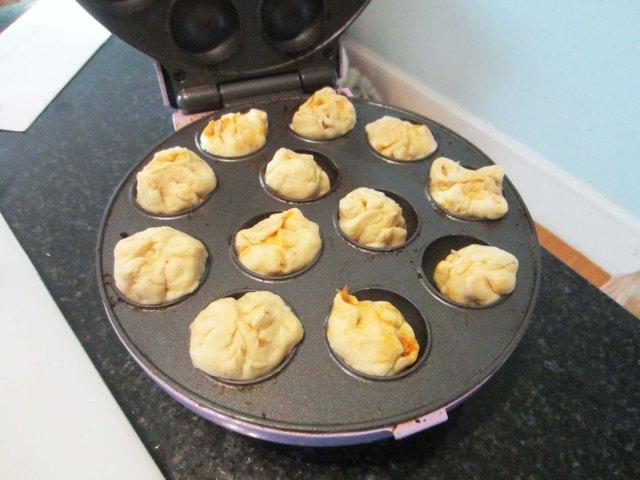 pops crescent pan