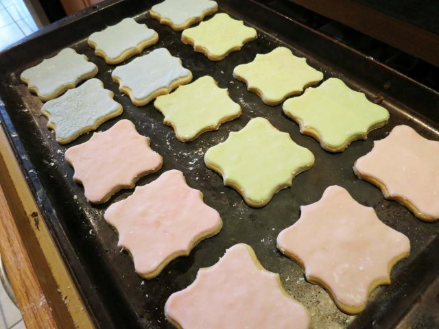 cameo covered cookies