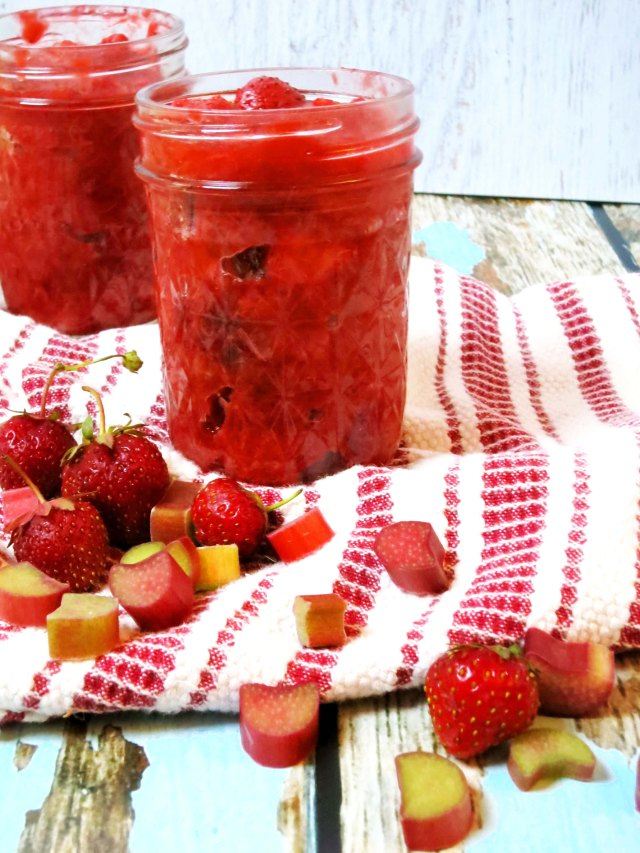 strawberry rhubarb compote