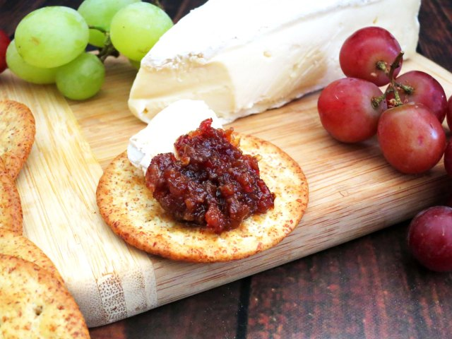 bacon jam cracker