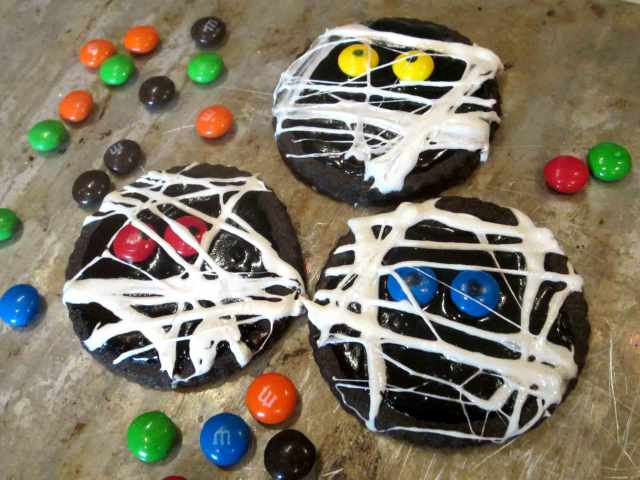 mummy-cookies-array