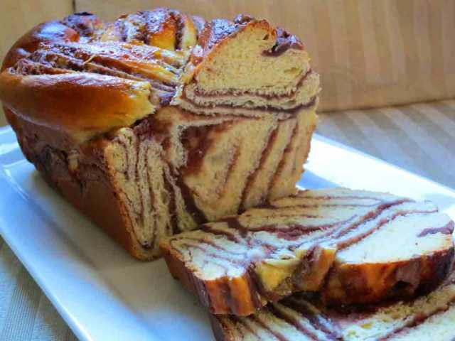 red-bean-swirl-bread