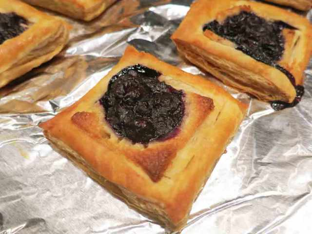 blueberry-pastry-baked