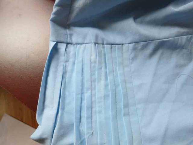 blue-skirt-tucks