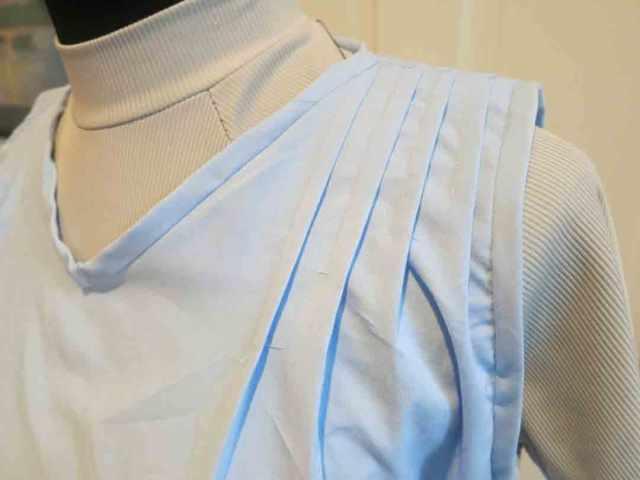 blue-1920s-neck-shoulder