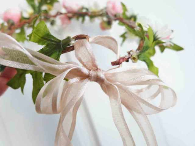 flower-wreath-ribbon