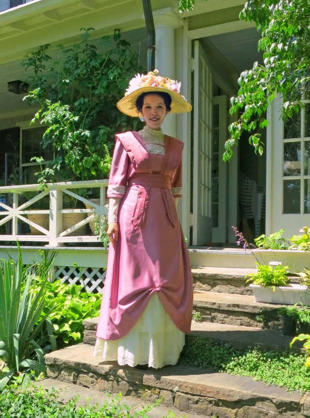 1910 rose dress