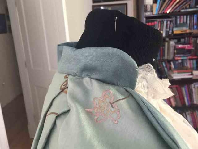 teagown-collar