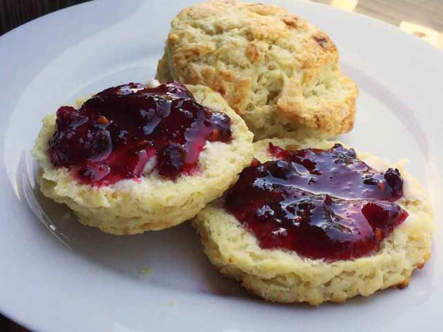 juneberry-jam-biscuit