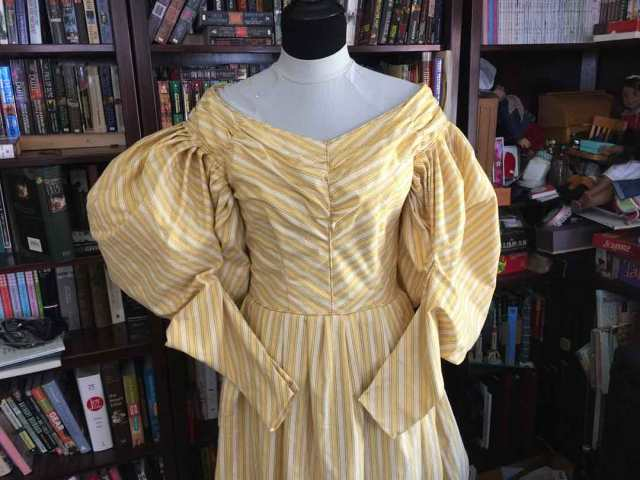 1830s-stuffed-sleeve